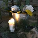 Detalle de hortensias en cubo de zinc