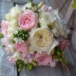 "Bouquet de rosa inglesa David Austin ""Patience"" rosa rosa, fresia y bouvardia"